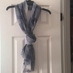 Loft blue & white scarf with fringed ends